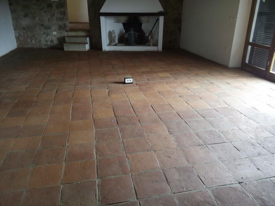 Pavimenti In Cotto Fatto A Mano : Lavori su pavimenti in cotto fatti nel