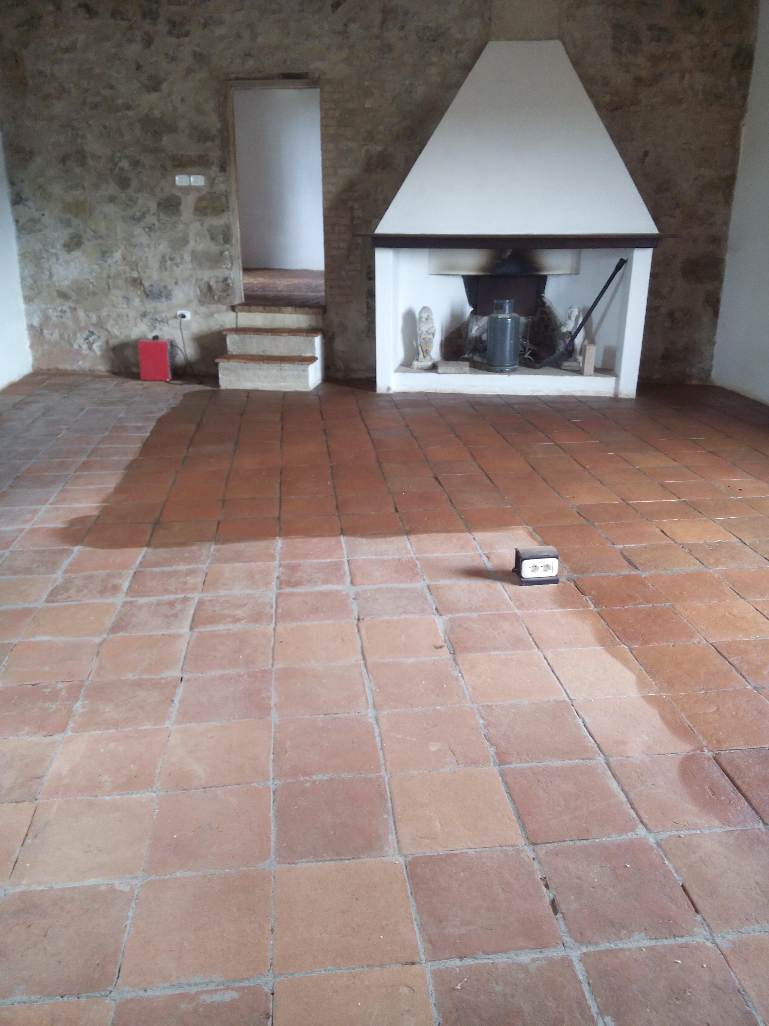 Lavaggio e trattamento vecchi pavimenti in cotto