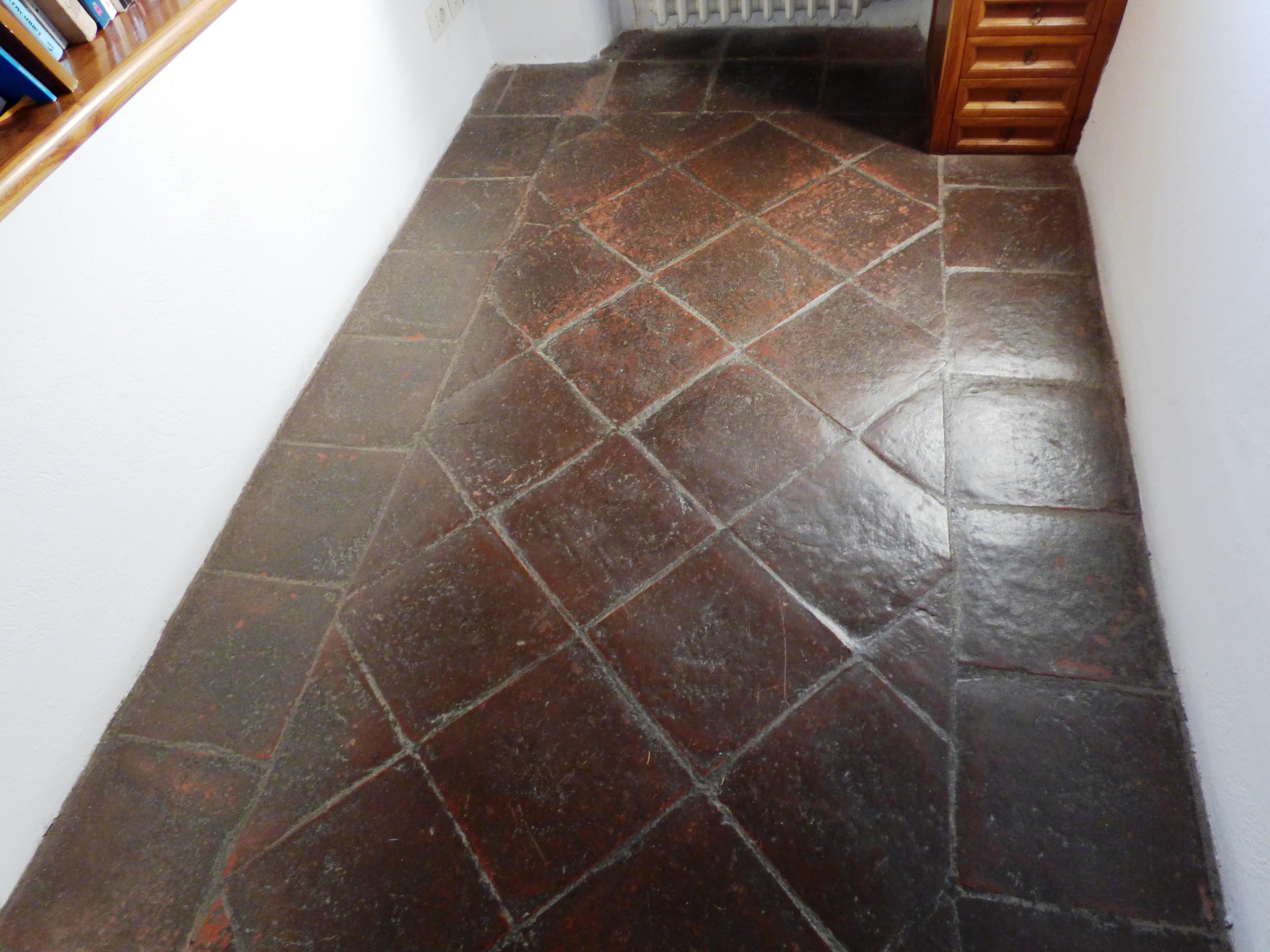 Deceramento e nuovo trattamento di un pavimento in cotto Relais Vignale Radda in Chianti