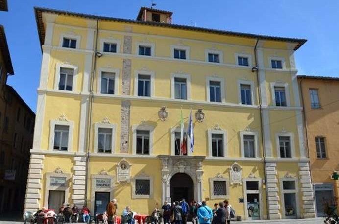 Lavaggio e trattamento pavimenti in cotto fatto a mano,Presso Palazzo Comunale di Umbertide(PG)