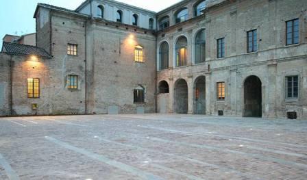 lavaggio e trattamento pavimenti in cotto presso Palazzo delle Orsoline in Fidenza